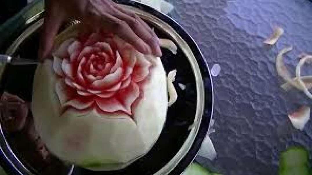 حکاکی ساده و زیبا روی هندوانه ی شب یلدا
